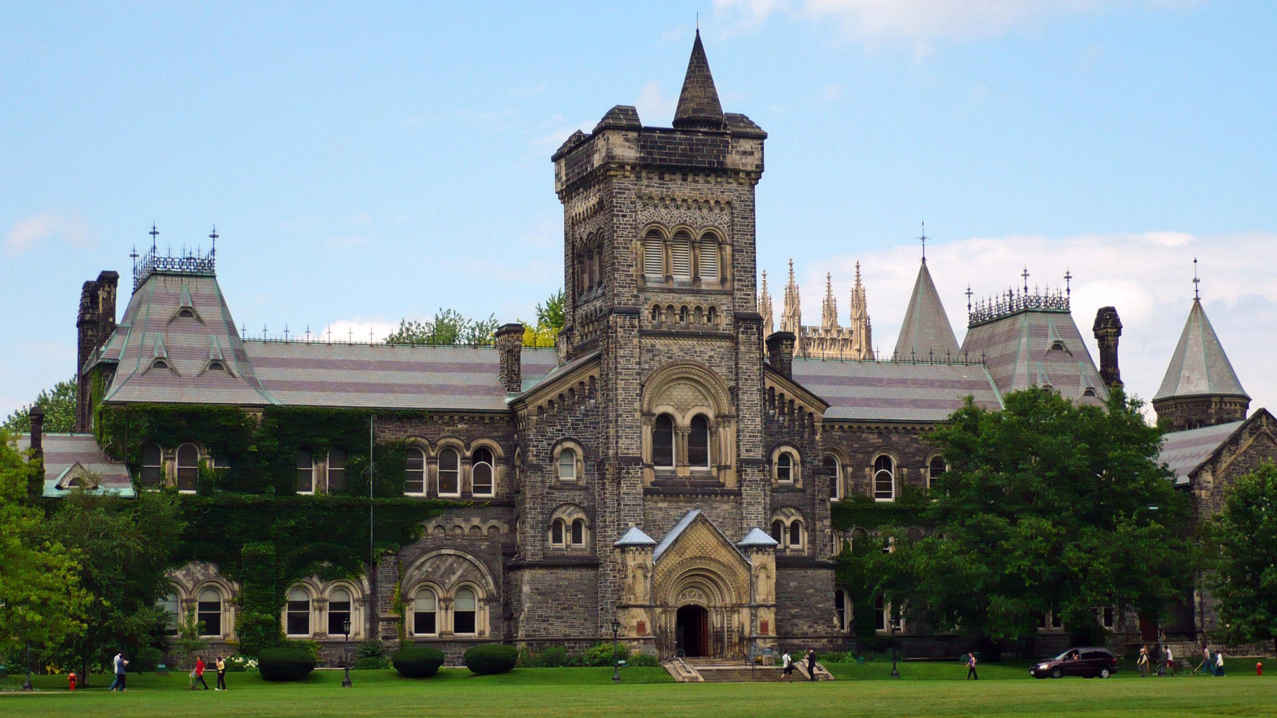 Bolsas-de-Graduação-no-Canadá-Universidade-de-Toronto