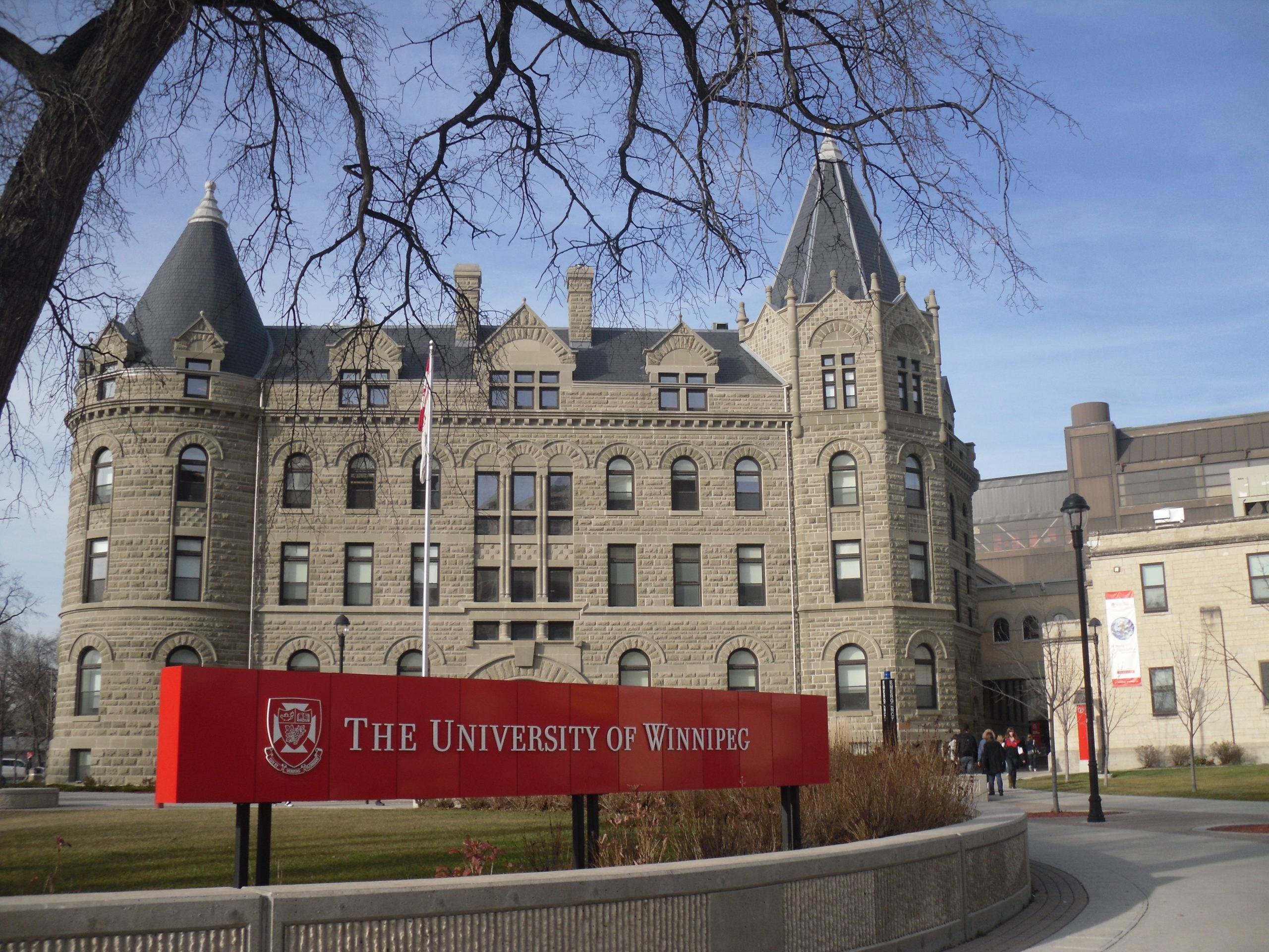 Bolsas-de-Graduação-no-Canadá-Universidade-de-Winnipeg