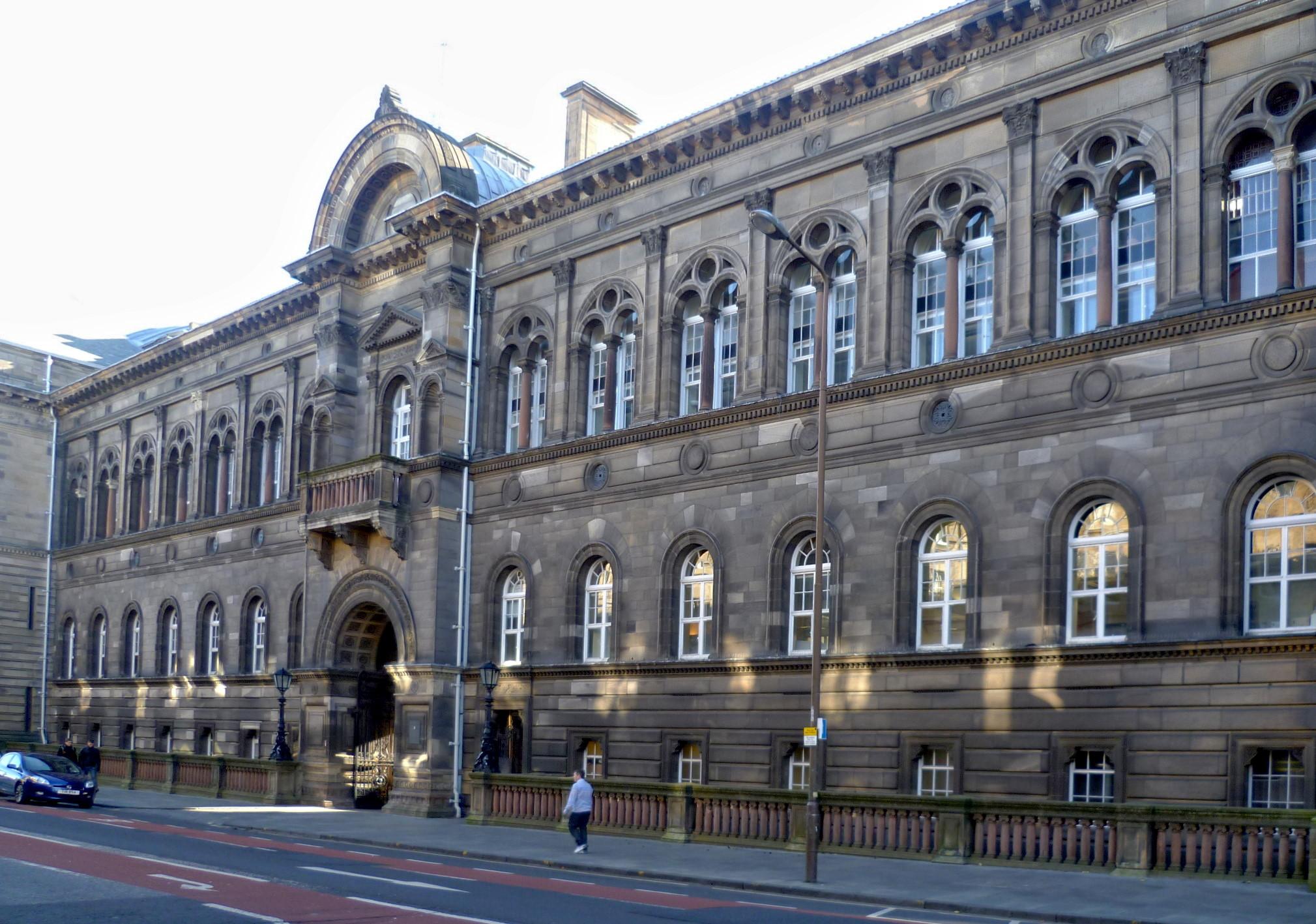 Teviot-Place-campus-histórico-da-Faculdade-de-Medicina-da-Universidade-de-Edimburgo