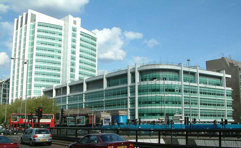 melhores-escolas-de-medicina-da-europa-prédio-principal-do-hospital-escola-da-UCL
