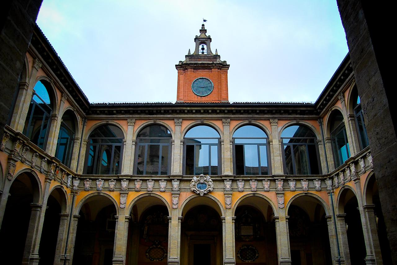 Universidade-de-Bolonha-é-uma-das-universidades-mais-bonitas-do-mundo