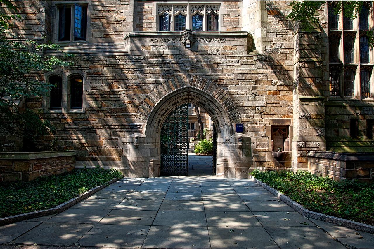 Universidade Yale: 300 anos de história