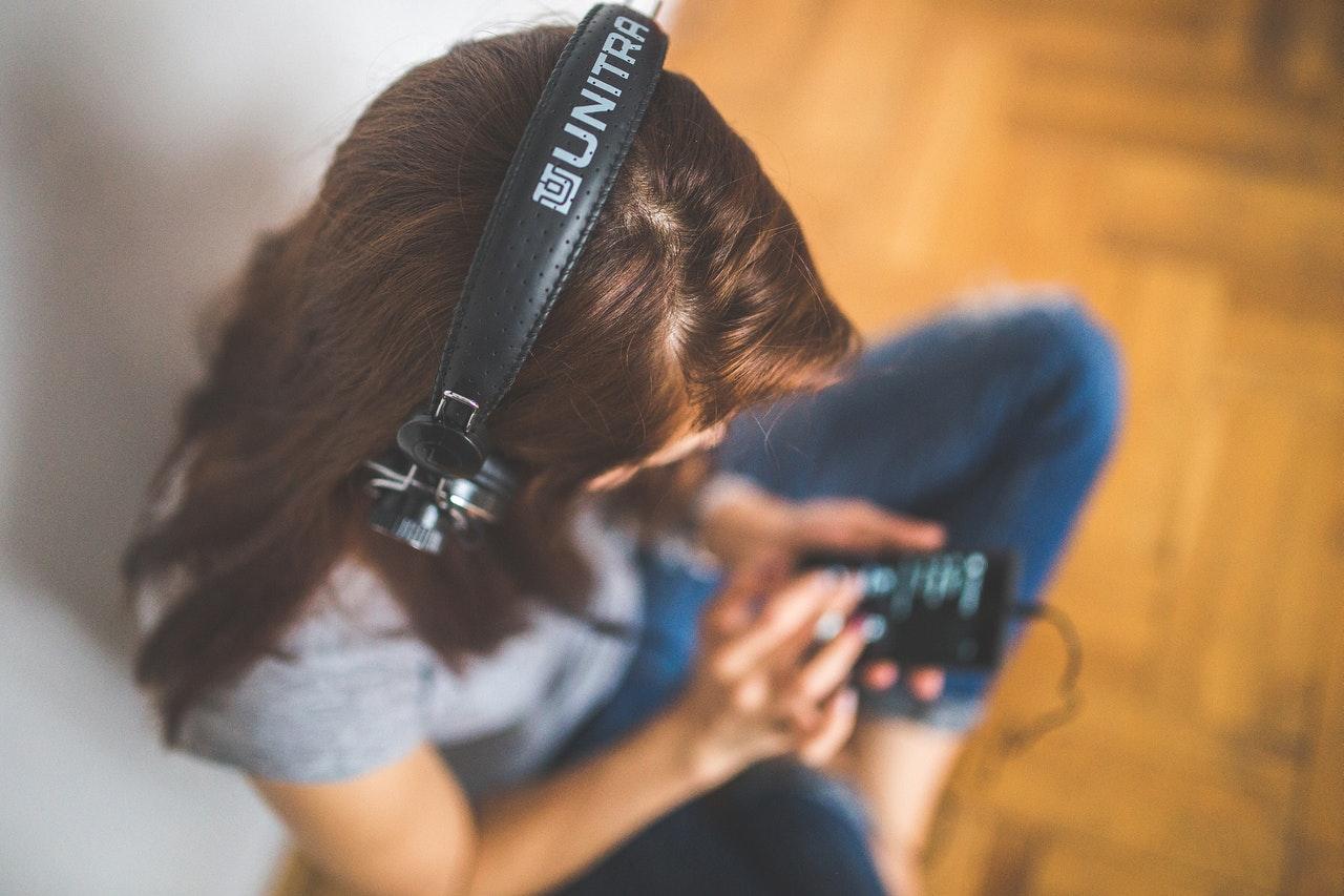 6 podcasts para ouvir e aprender na quarentena