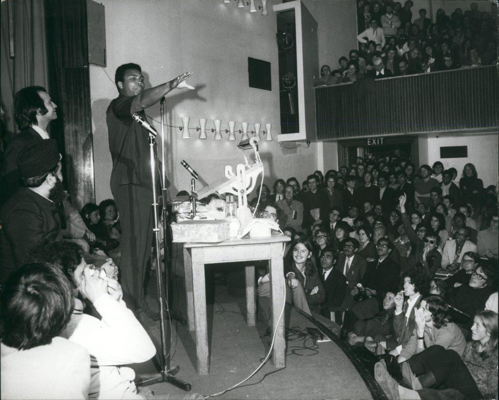 Muhammad-Ali-durante-sua-palestra-na-LSE
