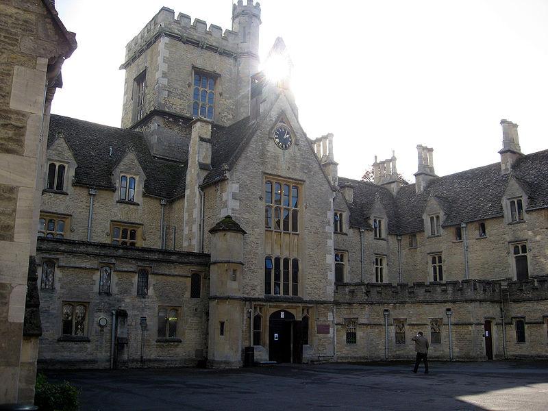 universidades-mais-baratas-do-reino-unido-royal