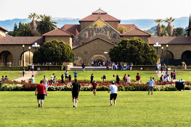 Conheça os 4 tipos de Summer Programs