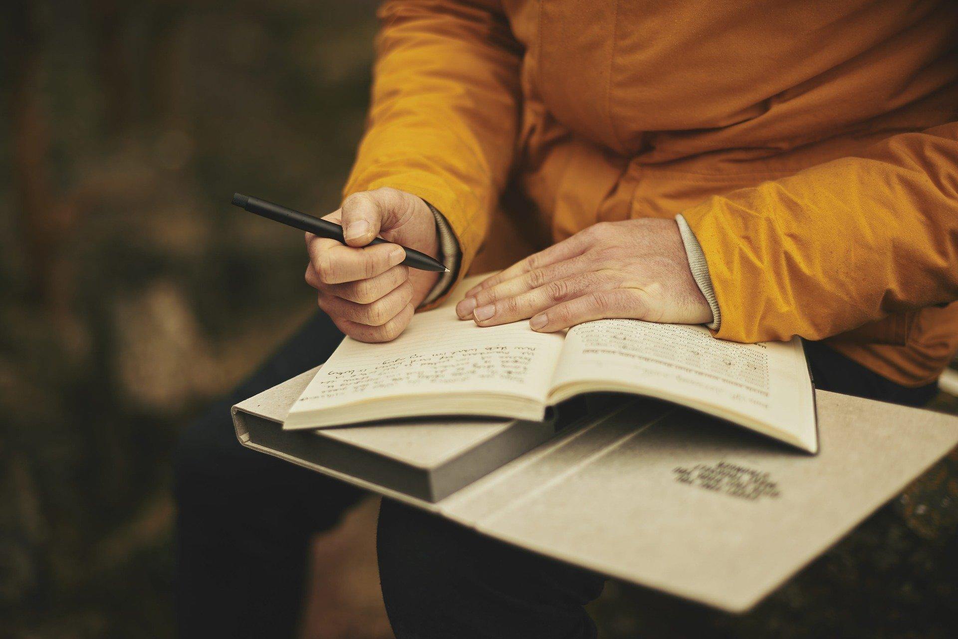 O que é avaliado na seção de Escrita do SAT?