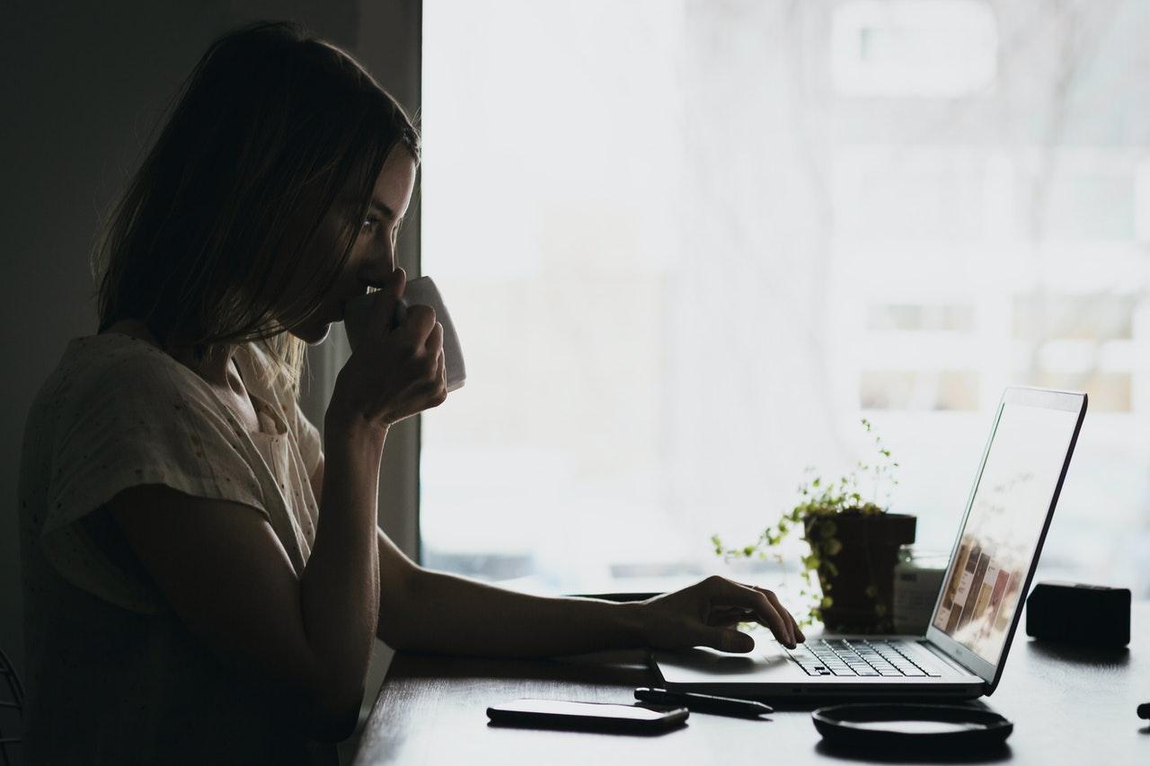 6 motivos para aprender um idioma em casa