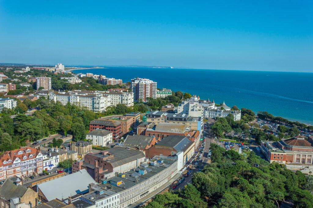 melhores-universidades-no-litoral-do-reino-unido-bournemouth