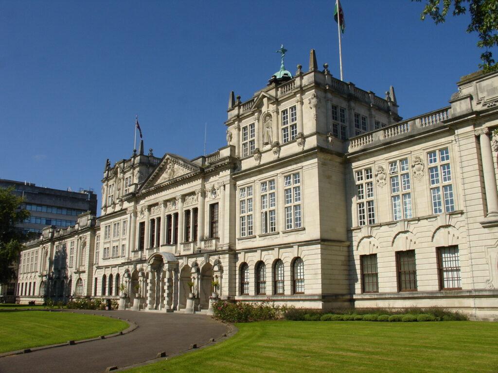 melhores-universidades-no-litoral-do-reino-unido-cardiff