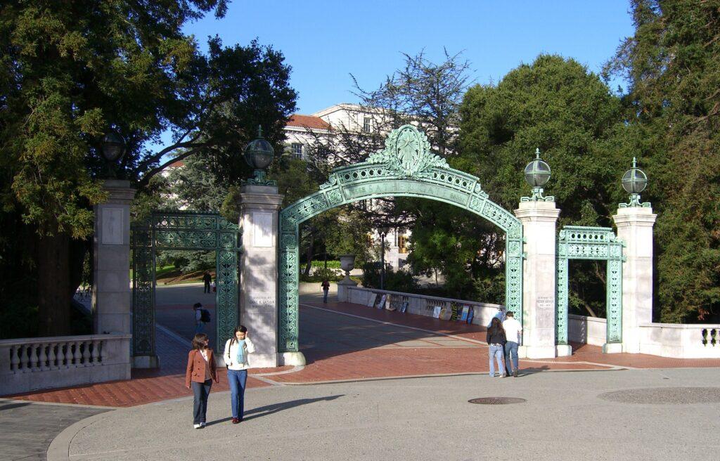 Por-dentro-da-UC-Berkeley-Gate