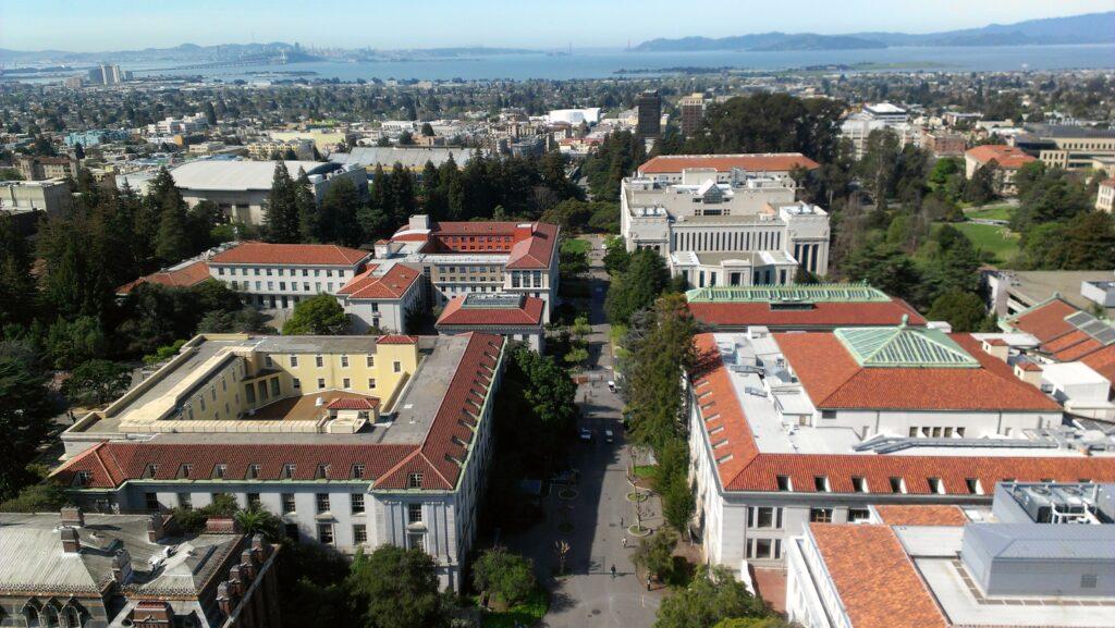 Por-dentro-da-UC-Berkeley-vista-aerearkeley-vista-aerea