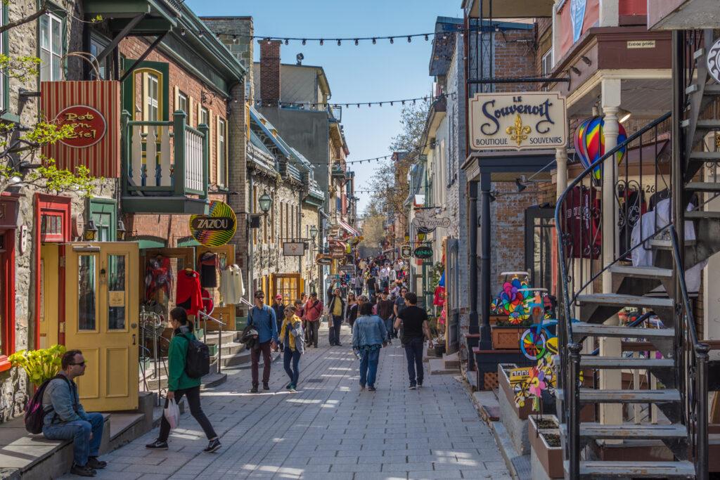 Quebec-ou-Gatinea-rua-comercial