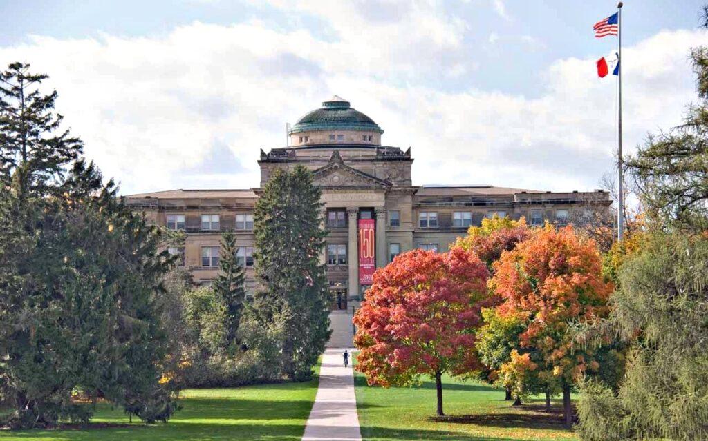 universidades-americanas-que-oferecem-bolsas-Iowa_state