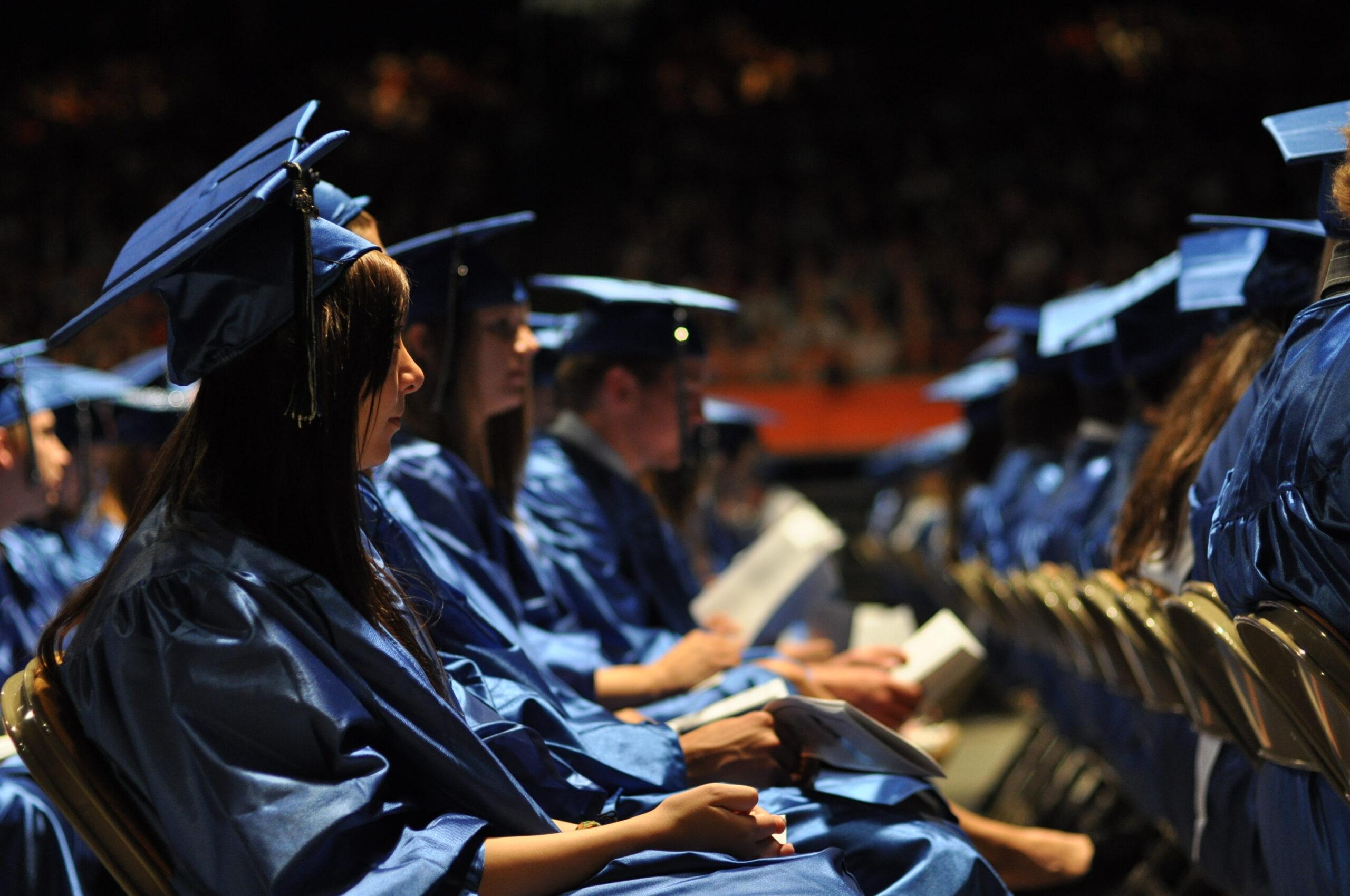 Qual é a diferença entre bolsas Full Ride e Full Tuition?