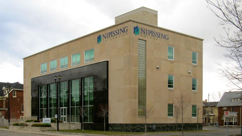 piores-universidades-do-canadá-Nipissing