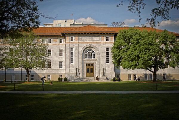 universidade-emory-capa